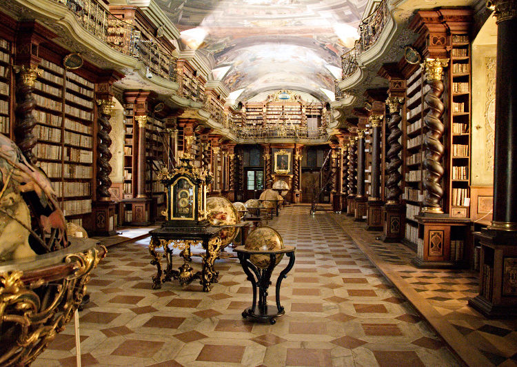 Encuentran miles libros ocultismo Himmler biblioteca Nacional Praga 1