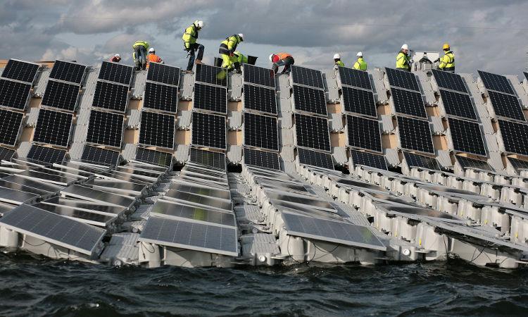 Inglaterra inaugurará en marzo el mayor parque solar flotante del mundo