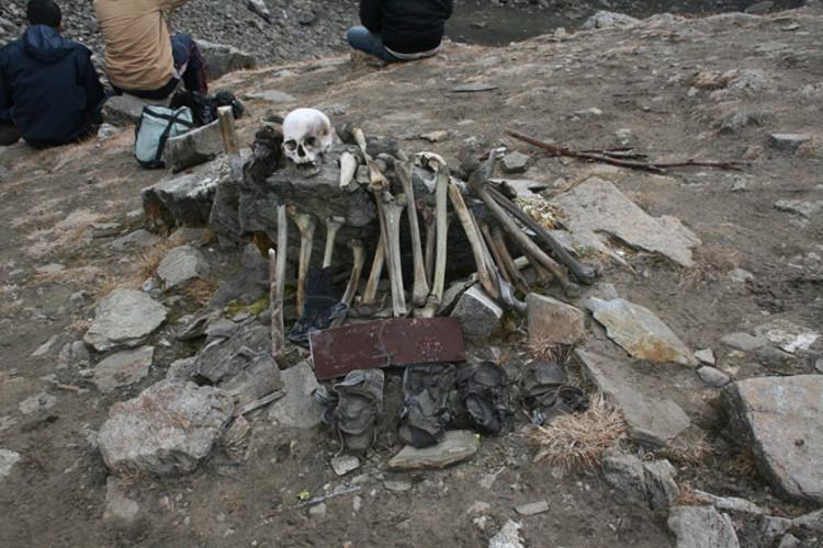 Roopkund tetrico lago indio esqueletos 2