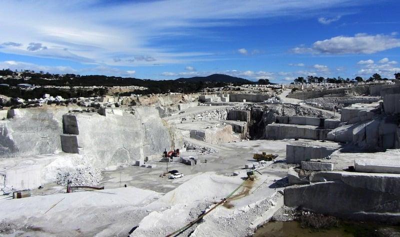 Solicitan denominación de origen para el granito de Guadarrama, la famosa piedra berroqueña española