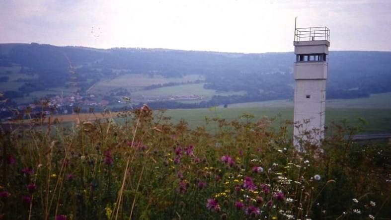 1Watch_tower_at_Inner_German_border_near_Hilders_August_1991_800x450