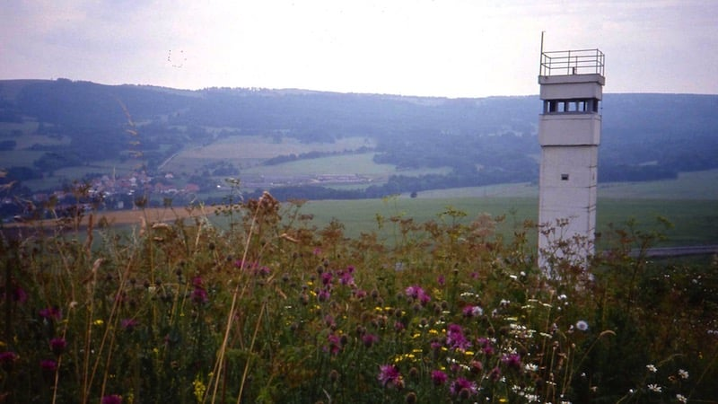 1Watch_tower_at_Inner_German_border_near_Hilders_August_1991_800x450