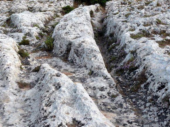 Enigmaticos surcos suelo rocoso Malta 2