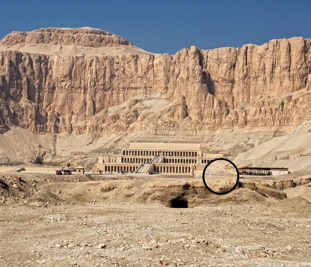 Localización de Bab el-Gasus en Deir el-Bahari / foto de Nigel Fletcher-Jones