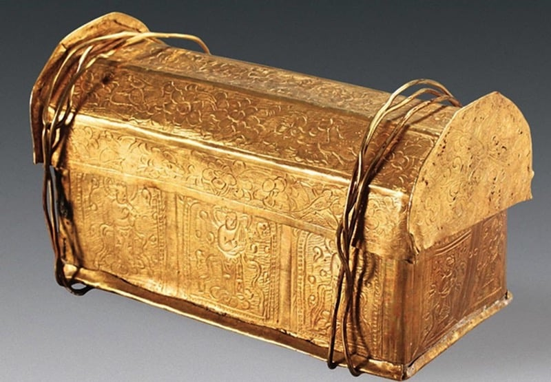 Un cofre hallado en China puede contener un hueso del cráneo de Buda