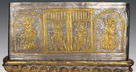 El segundo cofre, de plata