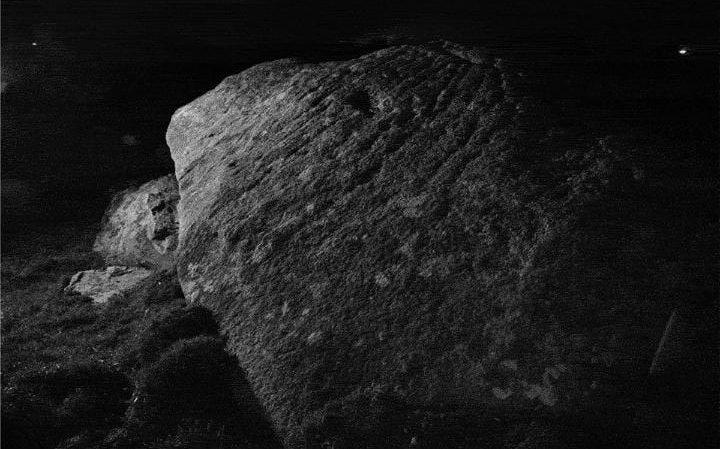 Marcas solo visibles a la luz de la luna en un monumento megalítico de Cornualles