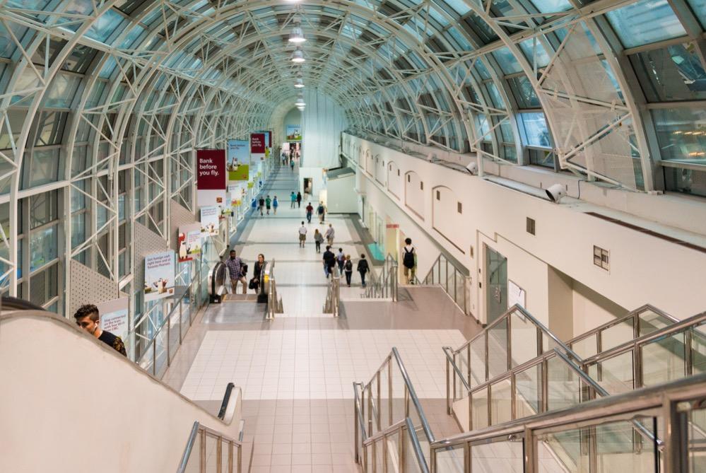 PATH, el sistema de túneles subterráneos de Toronto con 30 kilómetros de tiendas y comercios que conecta todo el centro urbano