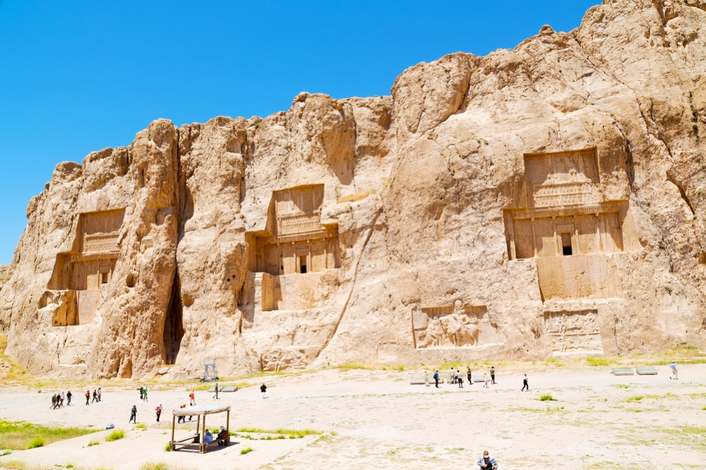 Las monumentales tumbas de los reyes aqueménidas en Naqsh-e Rostam: Dario, Jerjes, Artajerjes…