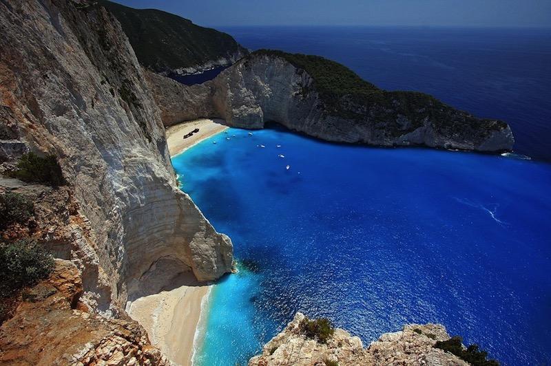 Descubre en barco las playas y calas más escondidas del mar Mediterráneo