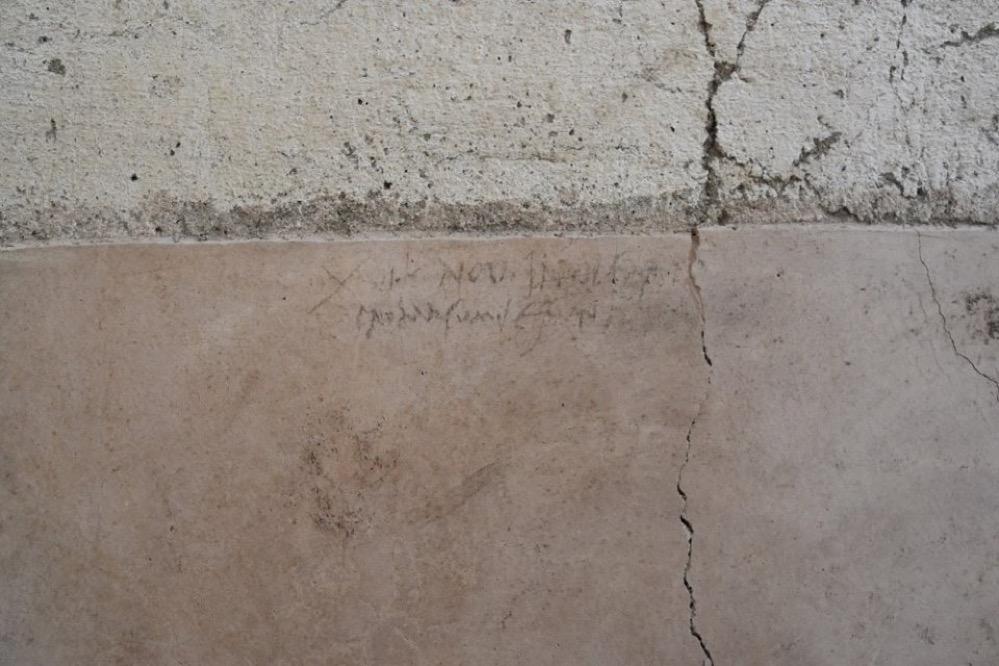 Resultado de imagen de Un grafiti encontrado en Pompeya puede resolver el debate histórico sobre la fecha de erupción del Vesubio
