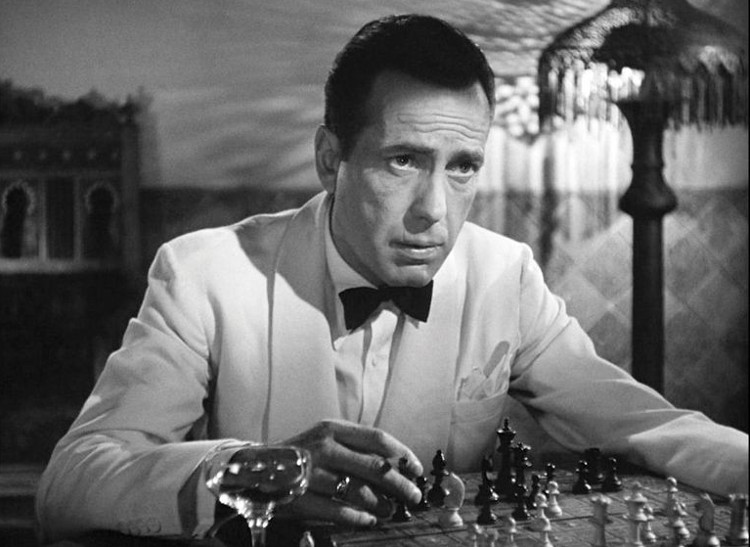 Cómo Humphrey Bogart homenajeó al ajedrez en Casablanca, y dio nombre a una jugada