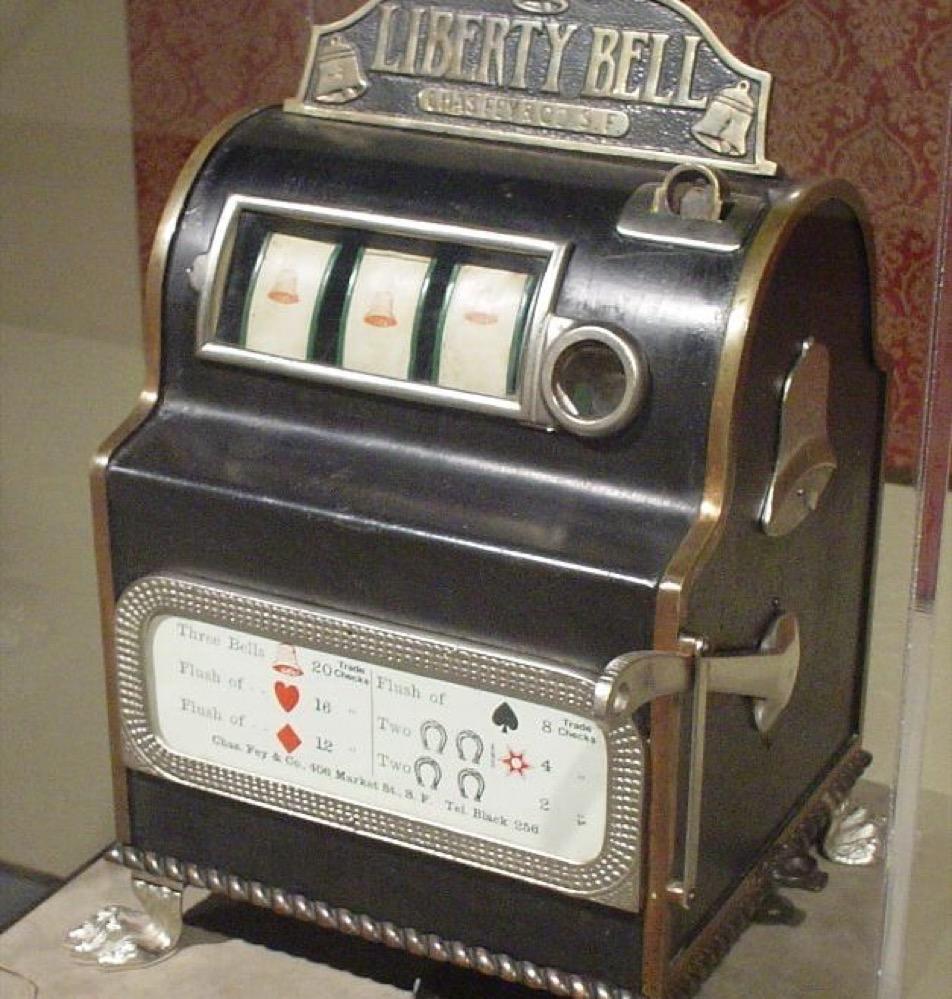 Las primeras máquinas tragaperras, inventadas en el siglo XIX, ofrecían premios en especie