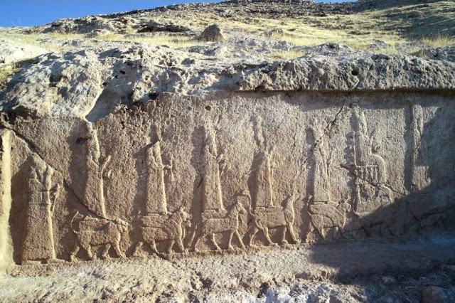 Arqueólogos encuentran diez nuevos relieves asirios del rey Sargón II, del siglo VIII a.C., tallados a lo largo de un canal de 7 kilómetros en Irak