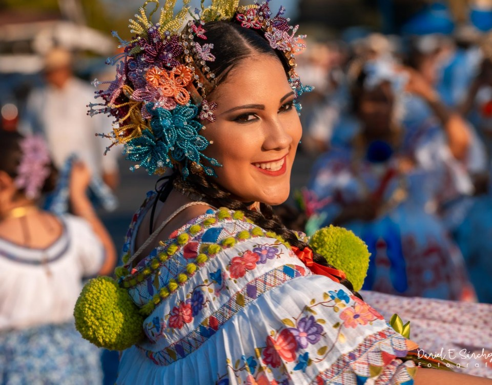Valeria Alejandra en el Desfile de las Mil Polleras