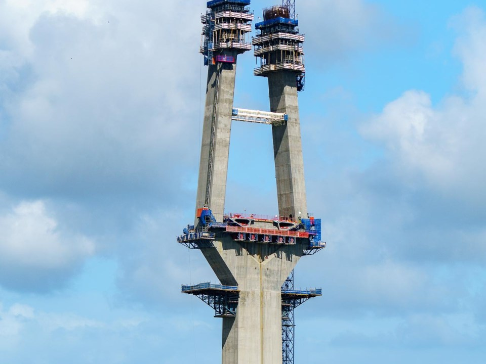 Columna en el tercer puente sobre el Canal de Panamá