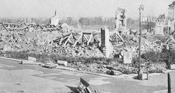 Castillo Real de Varsovia demolido por los nazis.