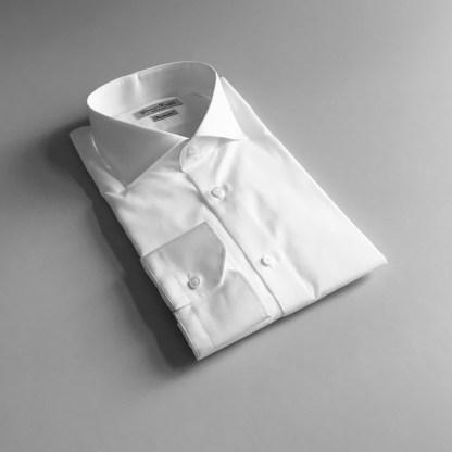 Weisse Business Hemden mit Haifisch Kragen