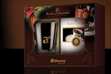 White Cristal Cioccolata La confezione contiene: una selezione di 5 gusti di cioccolata Arthemia una tazza per cioccolata in vetro.