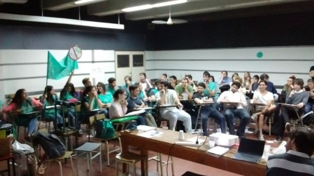 Los alumnos tuvieron que argumentar a favor o en contra del proyecto.