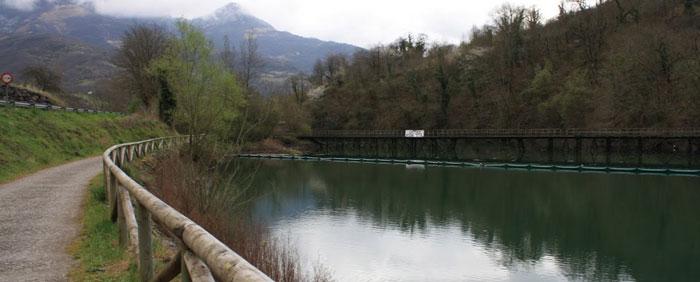 Embalse Valdemurio, paseos en canoas y piraguas en Asturias