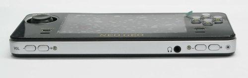 neo-geo-x-portatil-parte-inferior