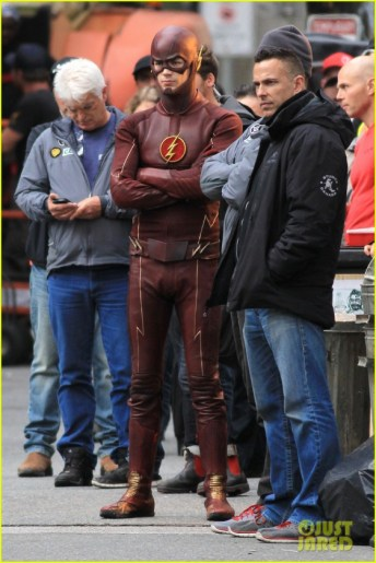 grant-gustin-stephen-amell-the-flash-arrow-crossover-06