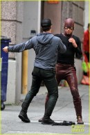 grant-gustin-stephen-amell-the-flash-arrow-crossover-10