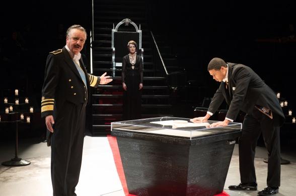Ray Fisher como el Duque de Borgoña en 'Shakespeare Live'