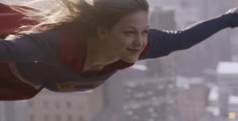 Supergirl - volando
