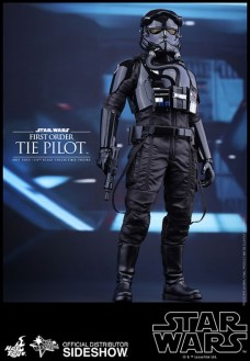 Hot Toys Star Wars VII 34