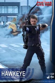 Hot Toys Hawkeye 1
