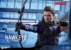 Hot Toys Hawkeye 13