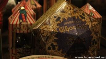 Detalle de una rana de chocolate y grageas Bertie Bott