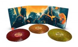 4. Avengers IW_gatefold spread