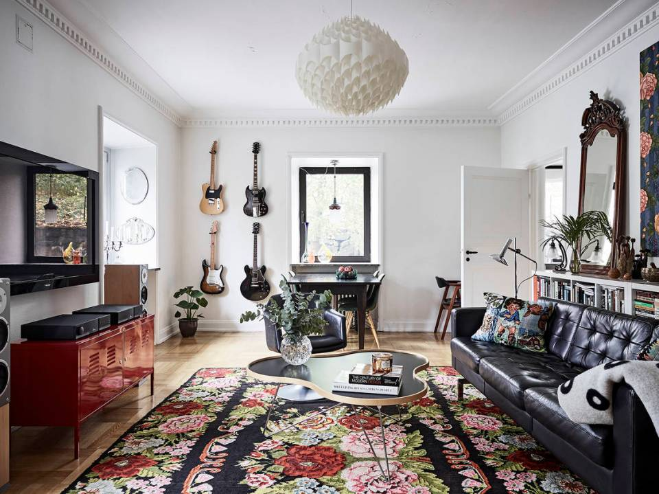 A romantic and modern apartment with floral patterns 05