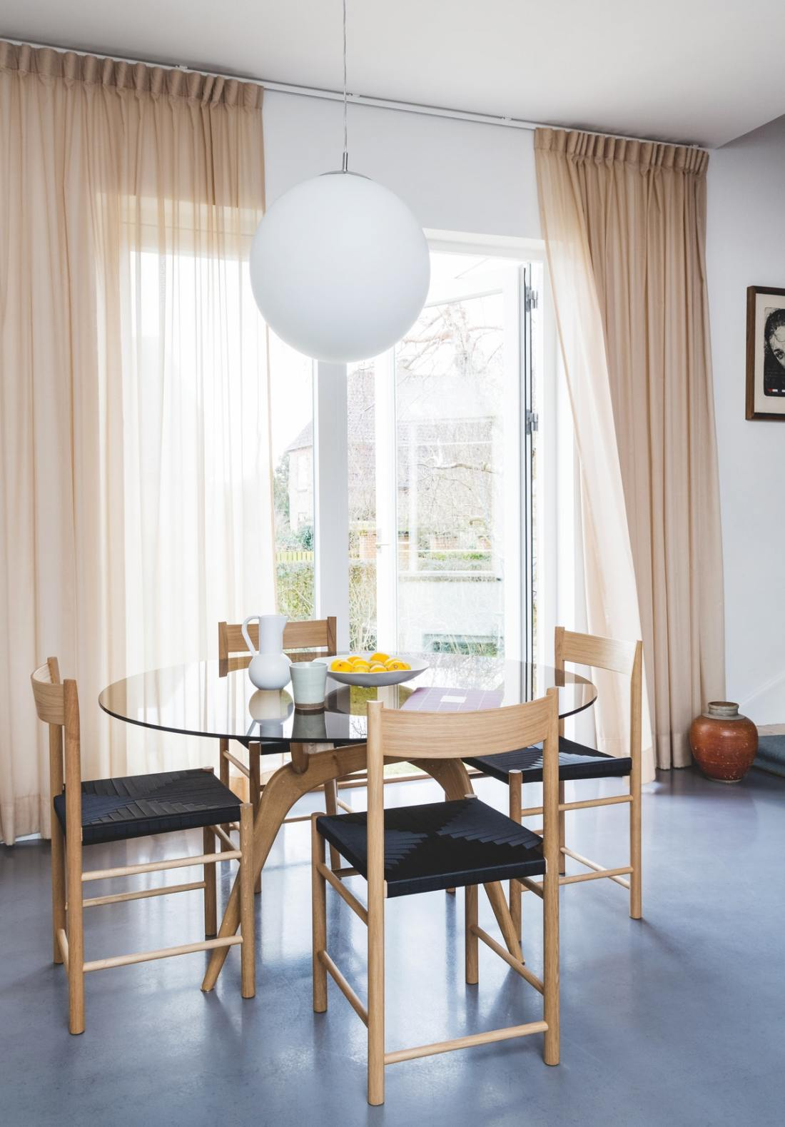 Colorful Scandinavian apartment with burgundy pop of color 01