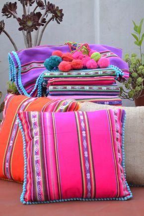 El aguayo, a textile piece from the Andes with a lot of color and tradition 02