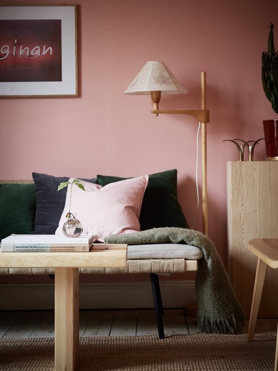 Pink and cherry A romantic, sophisticated and fresh apartment 04