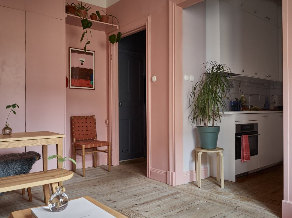 Pink and cherry A romantic, sophisticated and fresh apartment 09