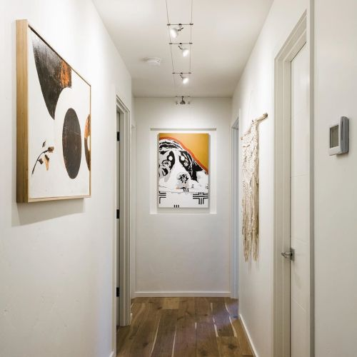 Choose the best lighting for your paintings or gallery wall 01