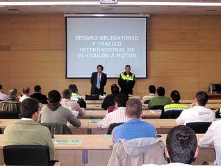 Policías locales de Castilla-La Mancha asisten, en Toledo, a la jornada sobre el seguro obligatorio y tráfico internacional de vehículos a motor organizado por la Consejería de Administraciones Públicas y Justicia.