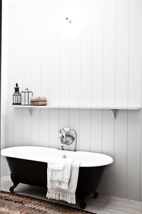 B&W home in Antwerp, selected by La Chaise Bleue (lachaisebleue.com)