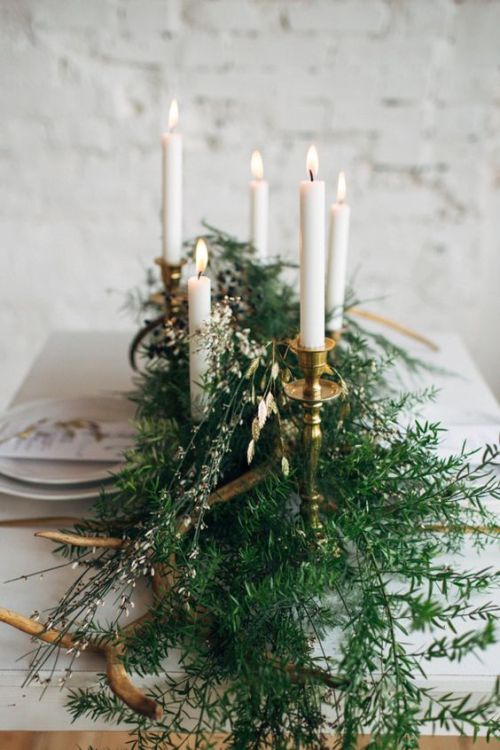 Weekend links #1 | La Tavola di Natale | Christmas Table Settings | via: Magnolia Rouge | Selected by La Chaise Bleue (lachaisebleue.com)