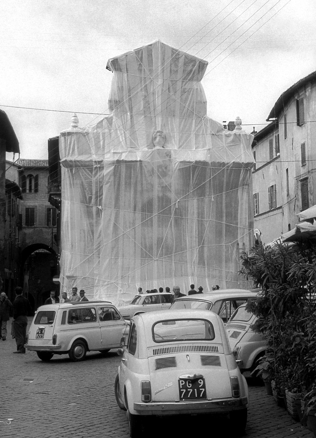 Christo and Jeanne-Claude  Wrapped Fountain, Spoleto, Italy, 1968  Photo: Jeanne-Claude  © 1968 Christo