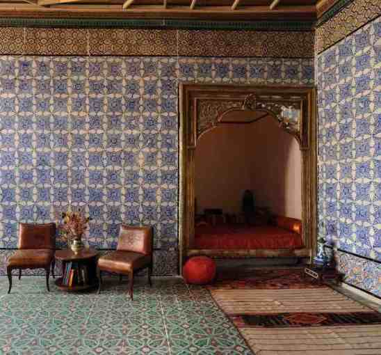 boutique hotel  guest house  Bed and Breakfast La Chambre bleue lit  alcove  chambre d h    te  guest house  tunis medina