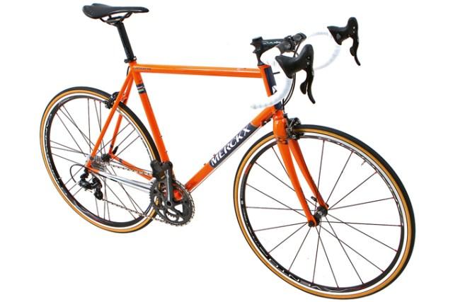 """Une délicieuse ligne old school pour ce Merckx Liege 75. Même si les roues Campagnolo semblent """"un poil"""" trop modernes pource vélo !"""
