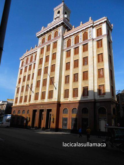 Cosa vedere a L'Avana musei arte - Edificio Bacardi - Facciata