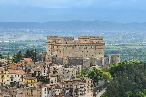 vista-del-castello-piccolomini-celano-abruzzo