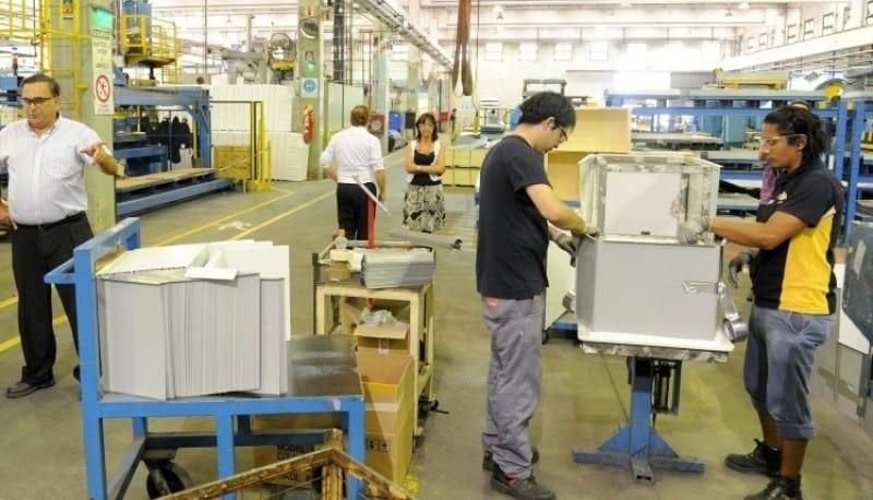 Las fábricas de heladeras se preparan para cerrar sus producciones